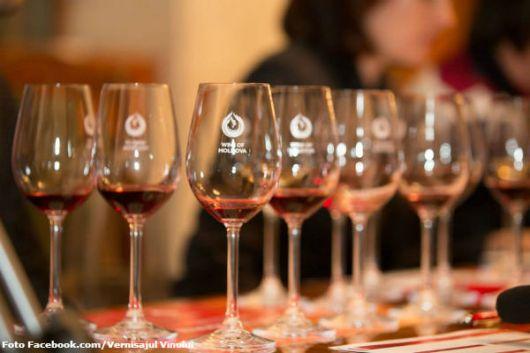 big-vernisajul-vinului-peste-o-mie-de-oameni-au-degustat-vinuri-selecte